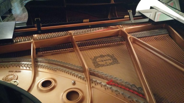 Yamaha GC1 Piano Inside